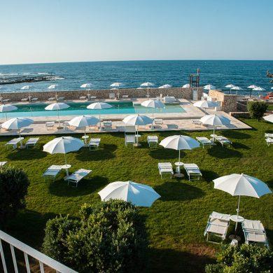 pool-wedding-party